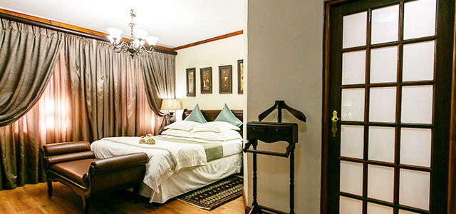 FT-Room-01: Royl Court Guesthouse, Luxury Accommodation in Kimberley