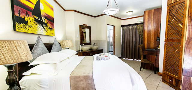 FT-Room-02: Royl Court Guesthouse, Luxury Accommodation in Kimberley