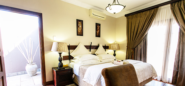 FT-Room-07: Royl Court Guesthouse, Luxury Accommodation in Kimberley