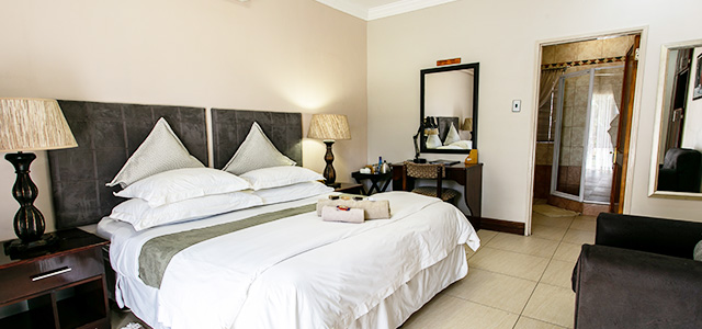 FT-Room-10: Royl Court Guesthouse, Luxury Accommodation in Kimberley