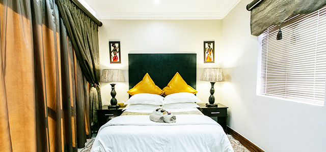 FT-Room-12: Royl Court Guesthouse, Luxury Accommodation in Kimberley