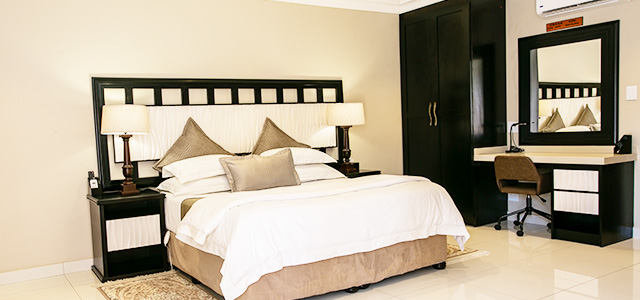 FT-Room-13: Royl Court Guesthouse, Luxury Accommodation in Kimberley