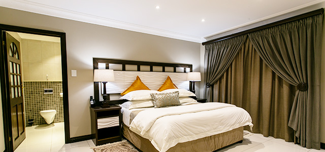 FT-Room-21: Royl Court Guesthouse, Luxury Accommodation in Kimberley