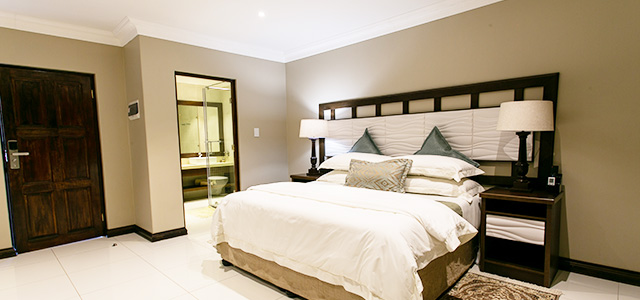 FT-Room-22: Royl Court Guesthouse, Luxury Accommodation in Kimberley