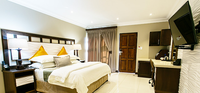 FT-Room-27: Royl Court Guesthouse, Luxury Accommodation in Kimberley